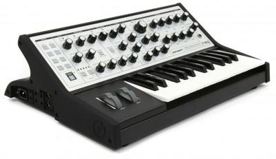 Moog-Sub-Phatty-1